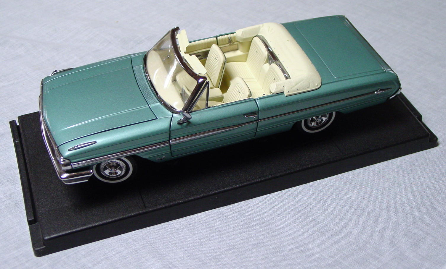 1_18 Scale - FAIRFIELD MINT 64 Ford Galaxie Conv light Aqua