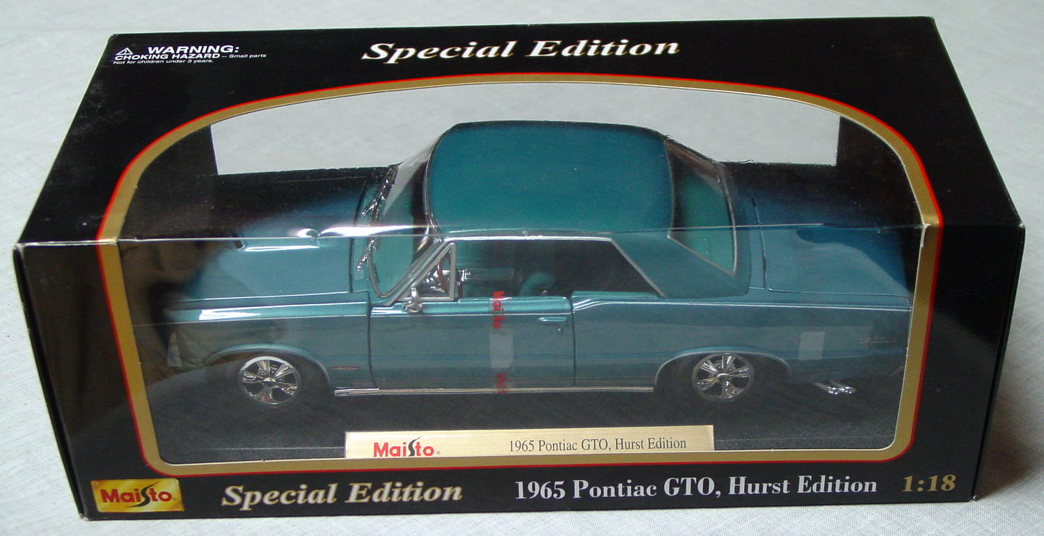 1_18 Scale - MAISTO 65 GTO Hurst Edition met light Aqua