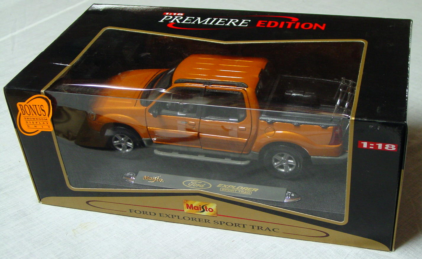 1_18 Scale - MAISTO Ford Explorer Sport Track Butterscotch