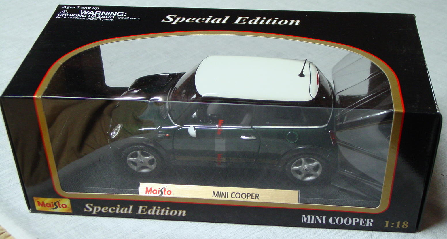 1_18 Scale - MAISTO Mini Cooper dark Green/White roof