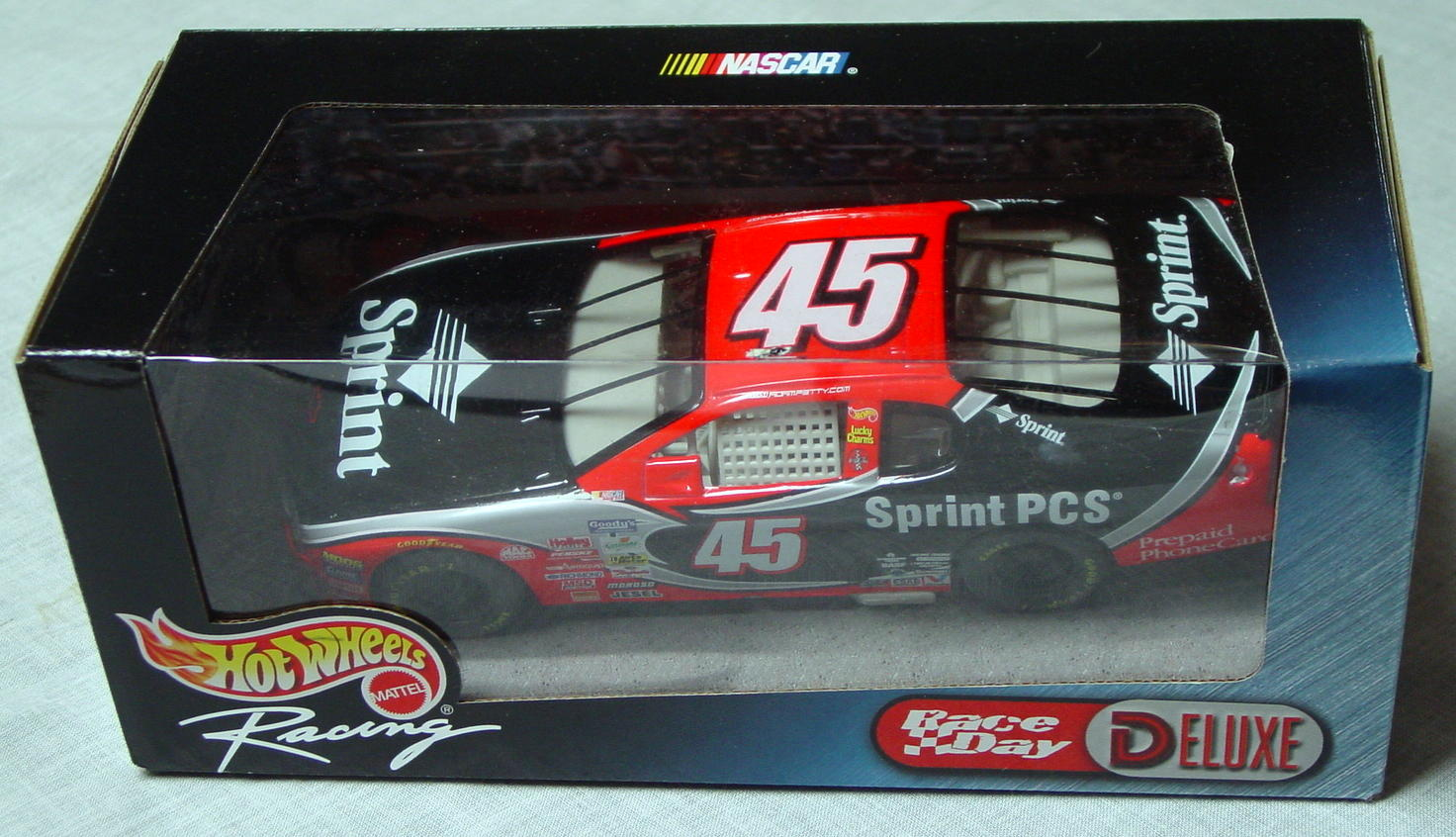 1_24 Scale - HW Racing Spint Car Black and Red 45