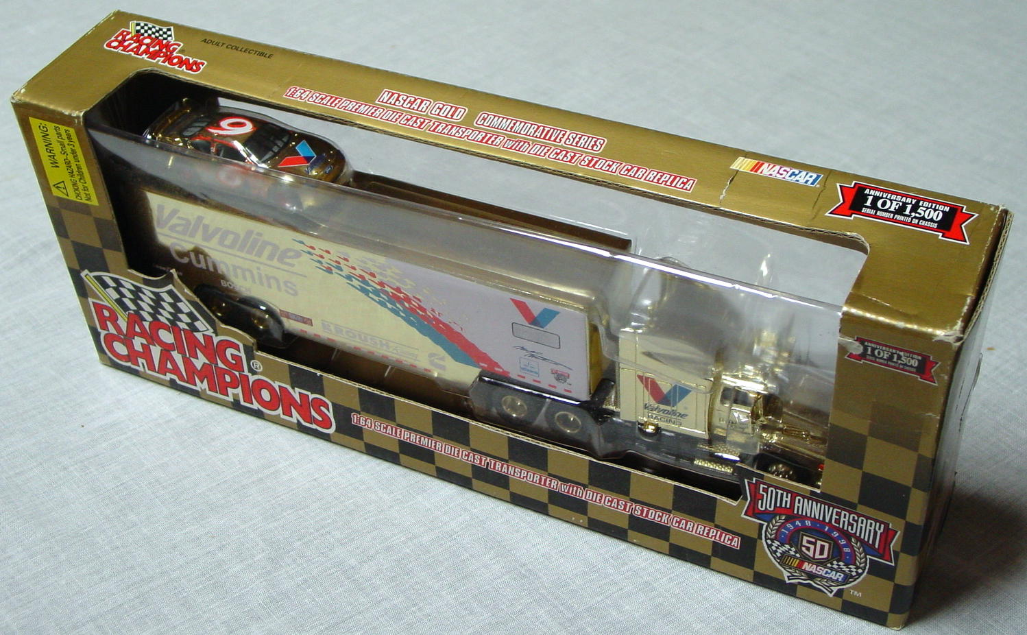 NASCAR 64 - RC Team Transporter Valvoline 1/1500 with car