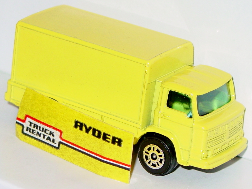 Husky-Corgi Jr 74 B 1 - Ryder Rental Van yellow only 1 loose label