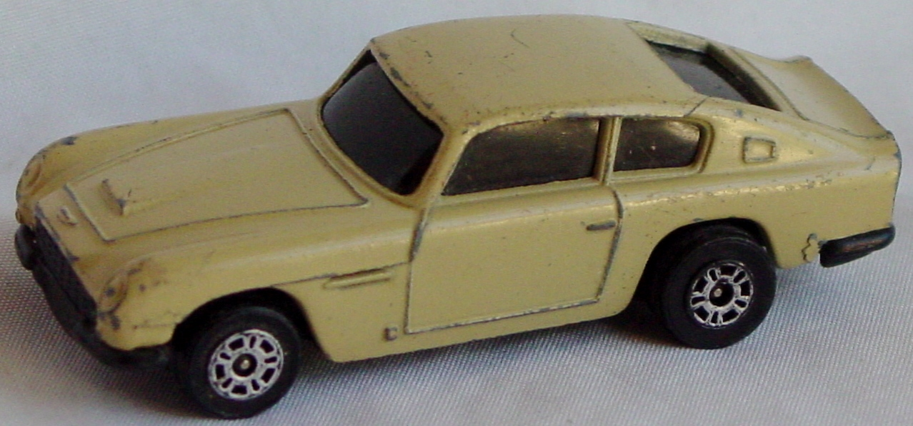 Husky-Corgi Jr - Aston DB6 pale Tan