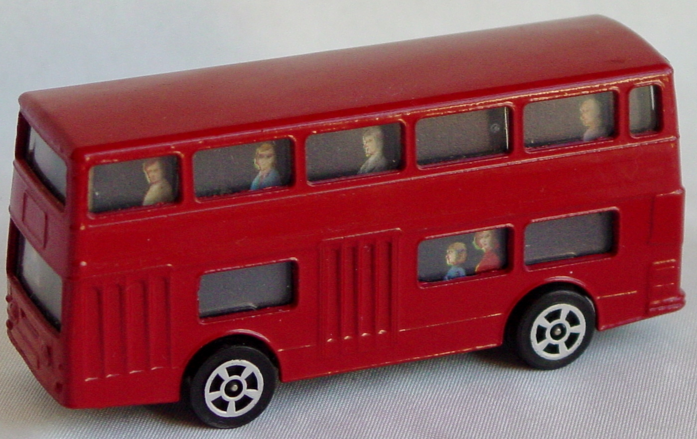 Husky-Corgi Jr - Daimler Bus Red no decals