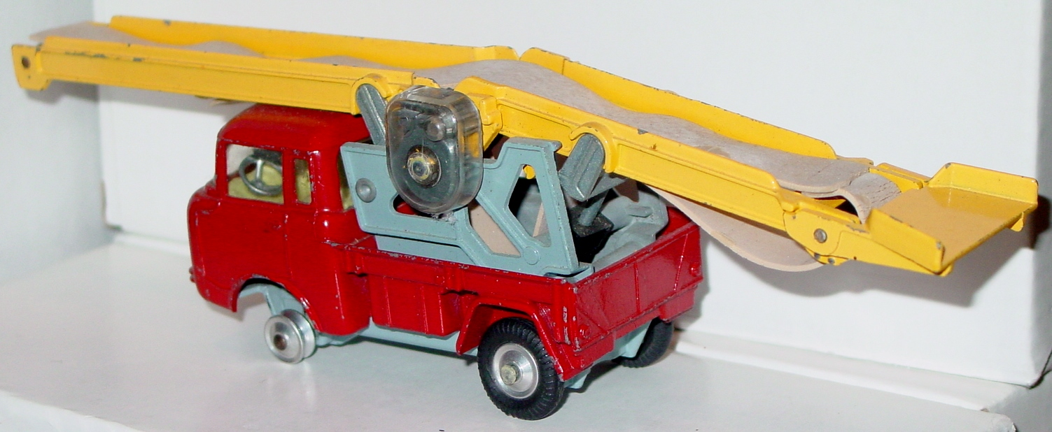 Corgi 64 A - Jeep with rep. Conveyor -1 tire