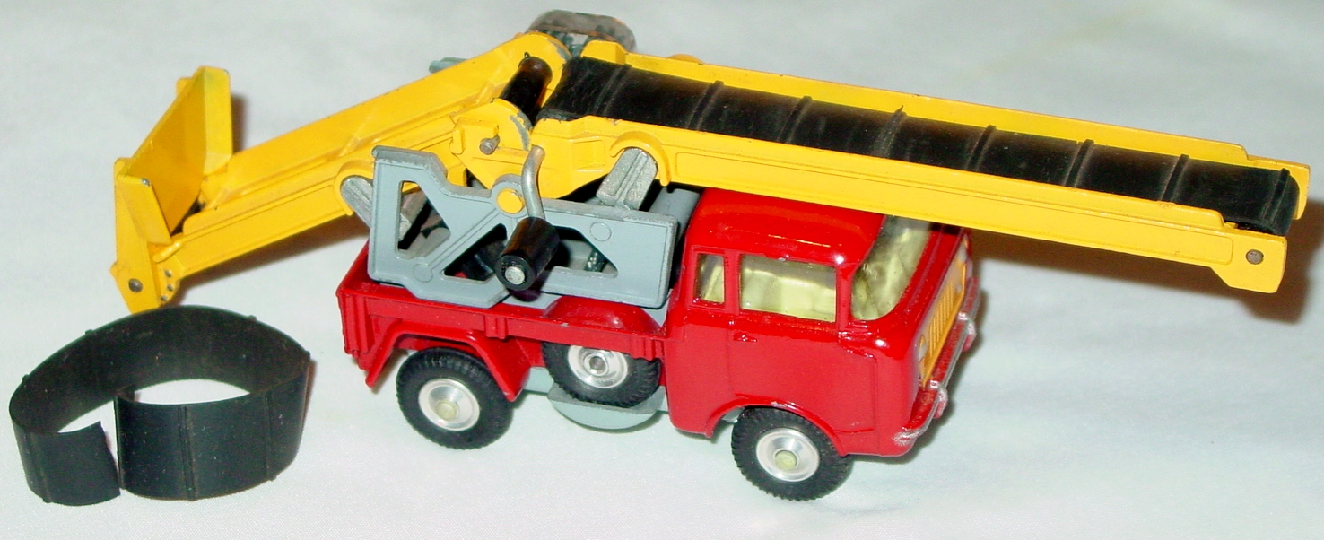 Corgi 64 - Jeep with Conv C9- 1- flap1 loose 1 split belt