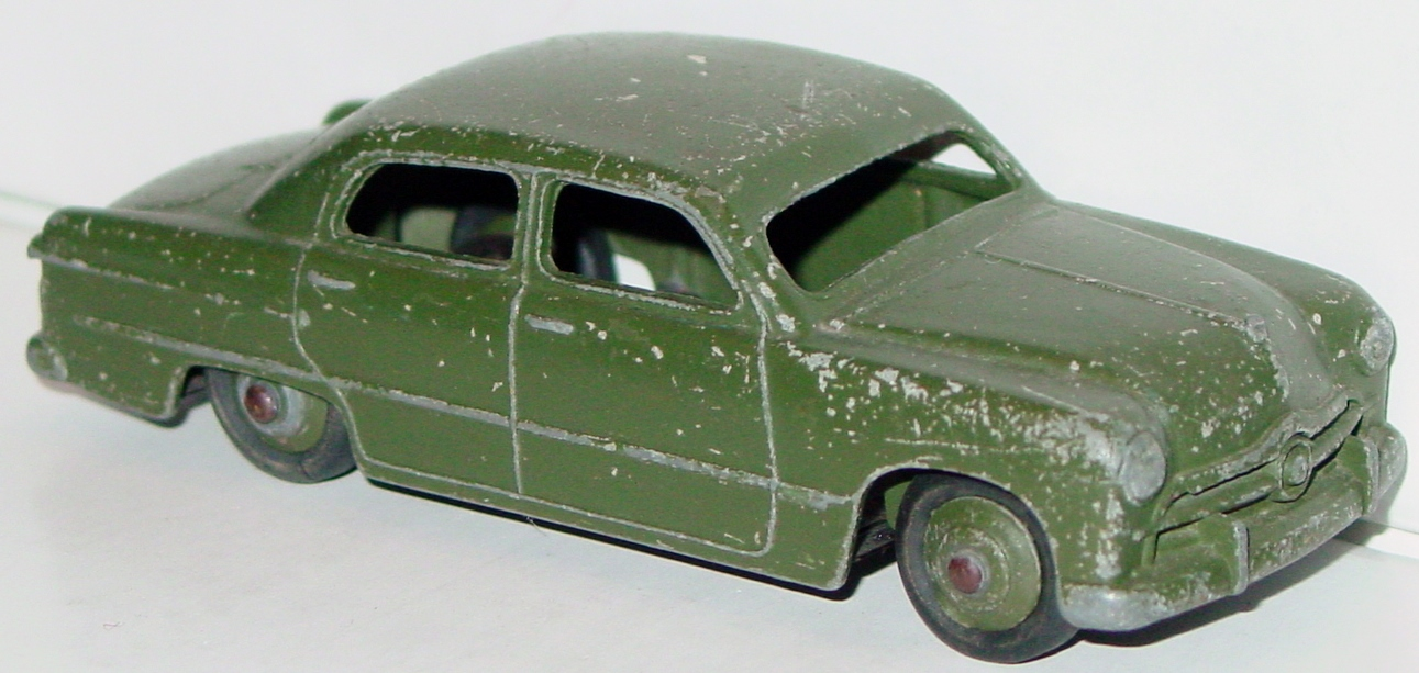 Dinky 139 A m - (675) Ford Fordor US Army Staff Car Olive no decals