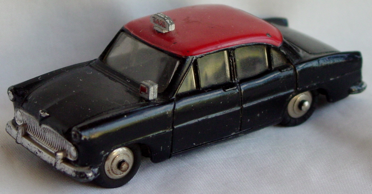 Dinky 24 Z T - Simca Ariane Taxi Black and Red