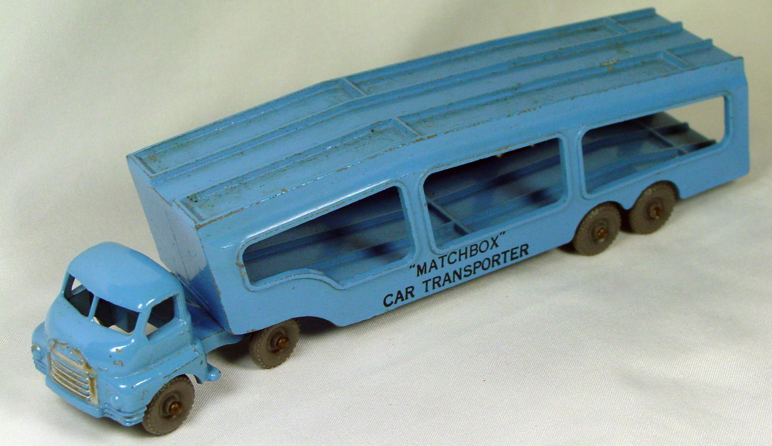Matchbox 02 A - Car Transporter GW rounded axles BLACK letters