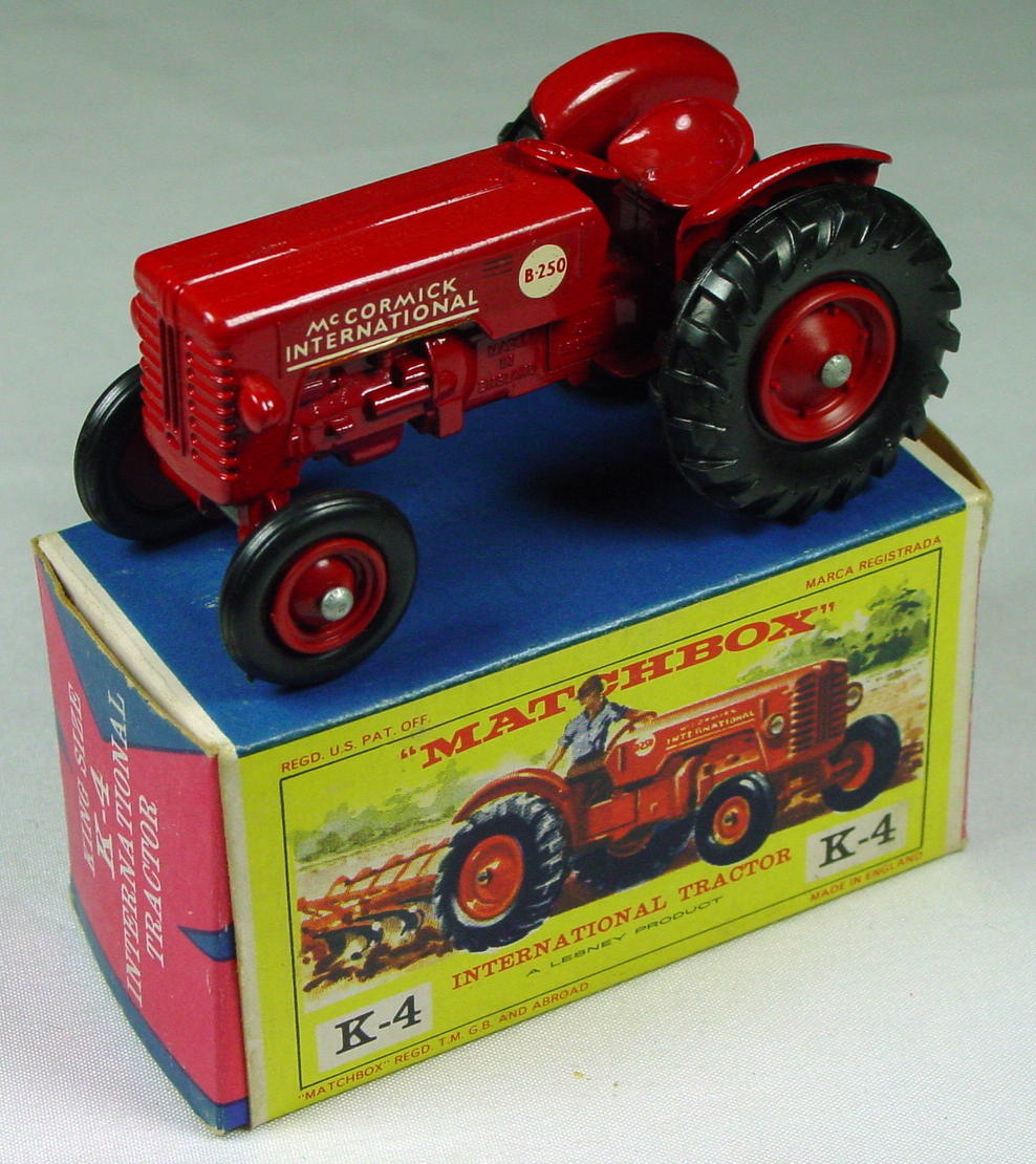 King Size 04 A 3 - Tractor red plastic hubs C9 box