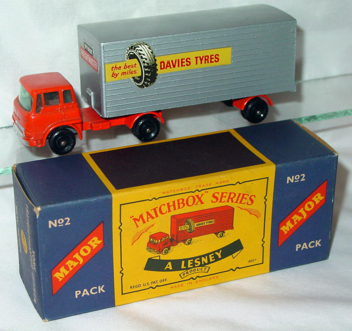 Major Pack 02 B 2 - Bedford truck Davies Tyres 2 chips C9+ Lesney Box