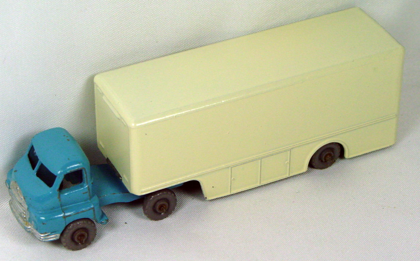 Major Pack 02 A 2 - Walls Ice Cream GW crimped axles White trailer REPAINT