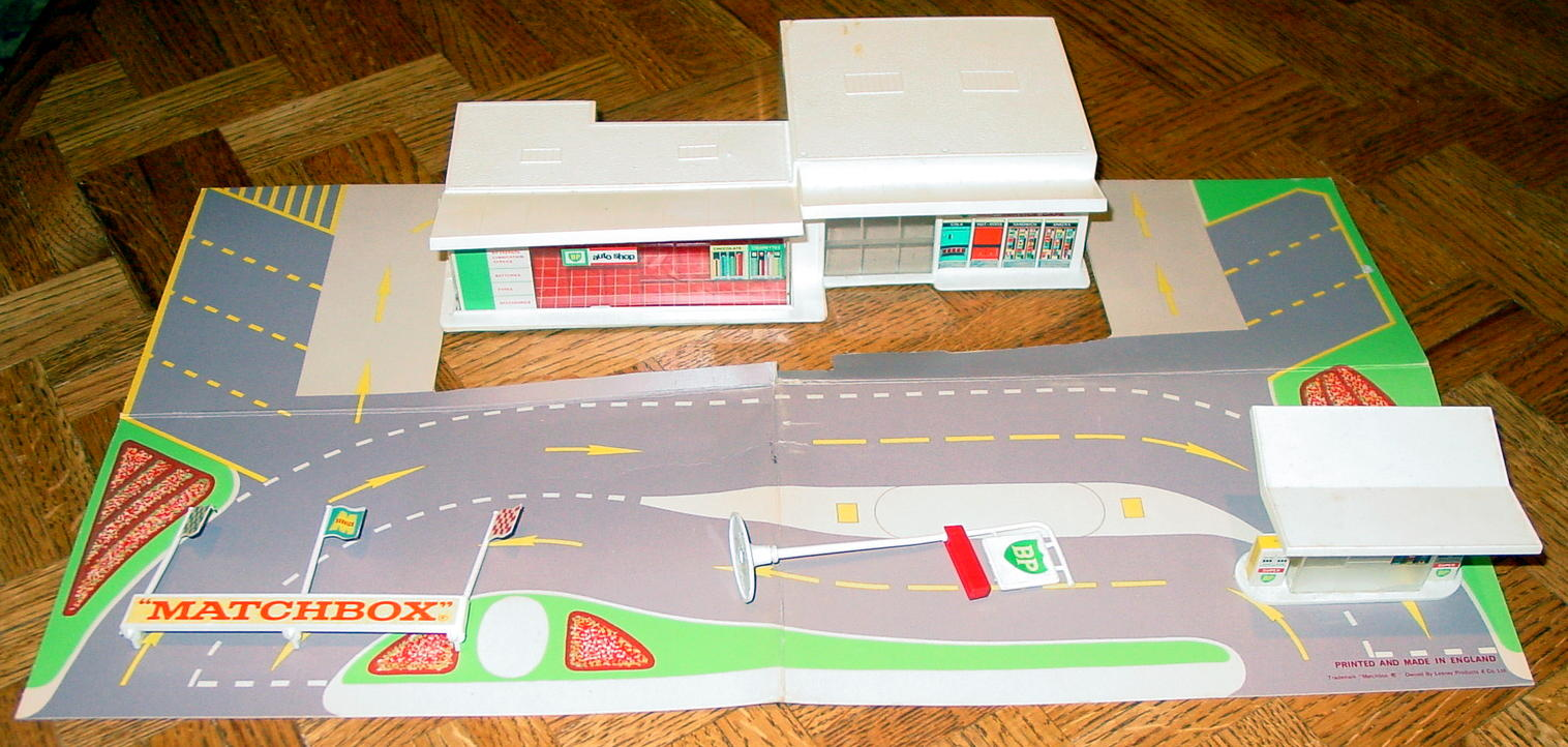 Matchbox 01 C 1 - MG1C1 BP Station with forecourt C9- box