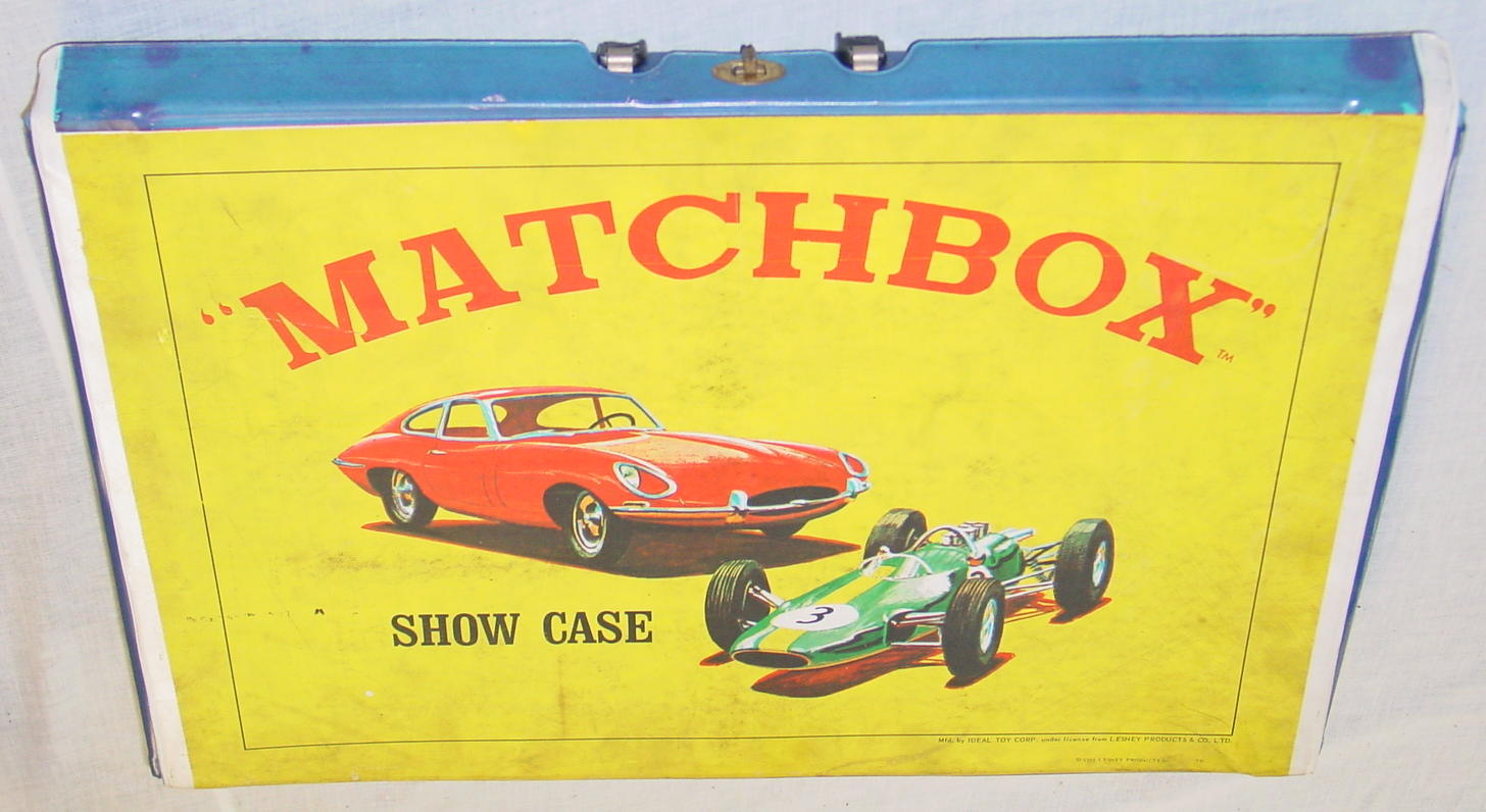 Matchbox CARRY CASE 48 Showcase with 32B/19D 1966 broken handle