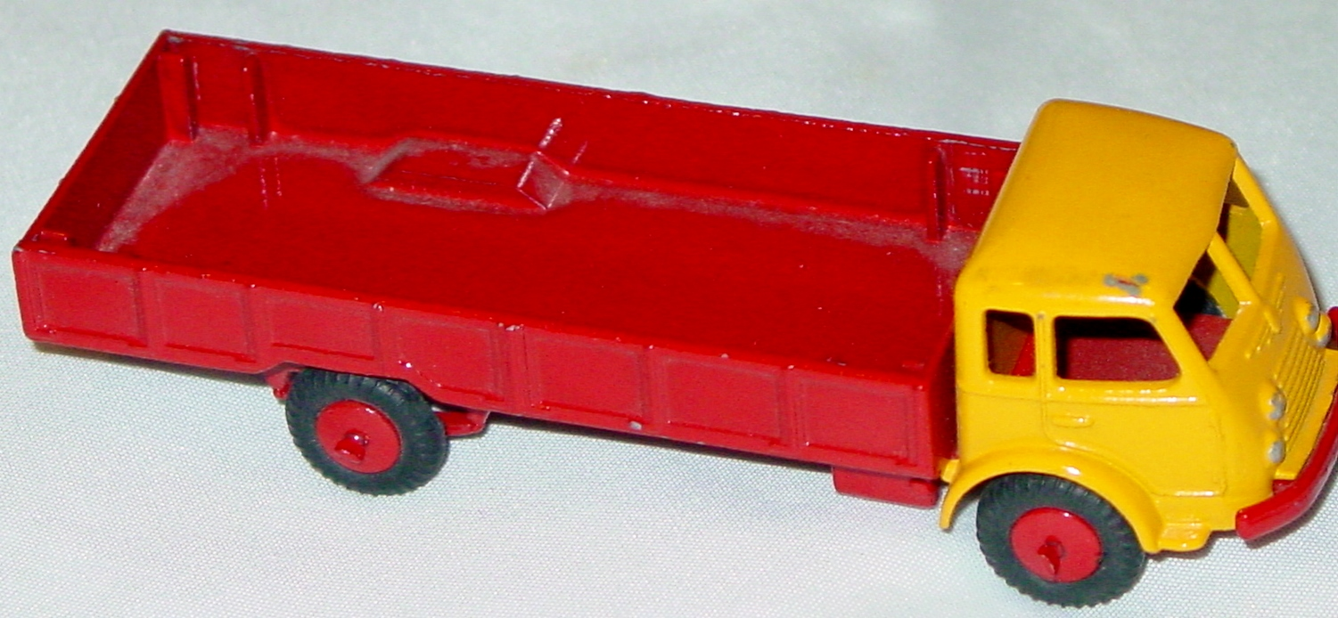 43 - BUDGIE 216 Renault truck yellow and red No Cloth Cover