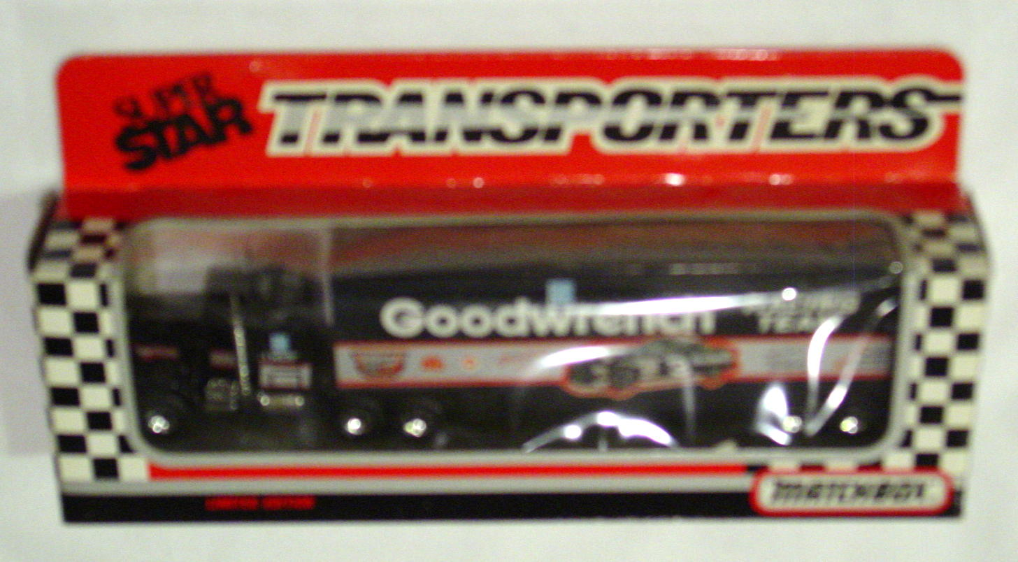 Convoy 104 A 18 - Kenworth Sup transp Black Goodwrench with car WR