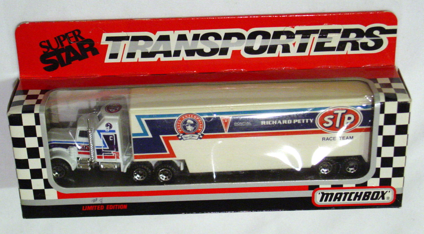 Convoy 104 A 23 - Kenworth Sup transp White Richard Petty/Portrait WR