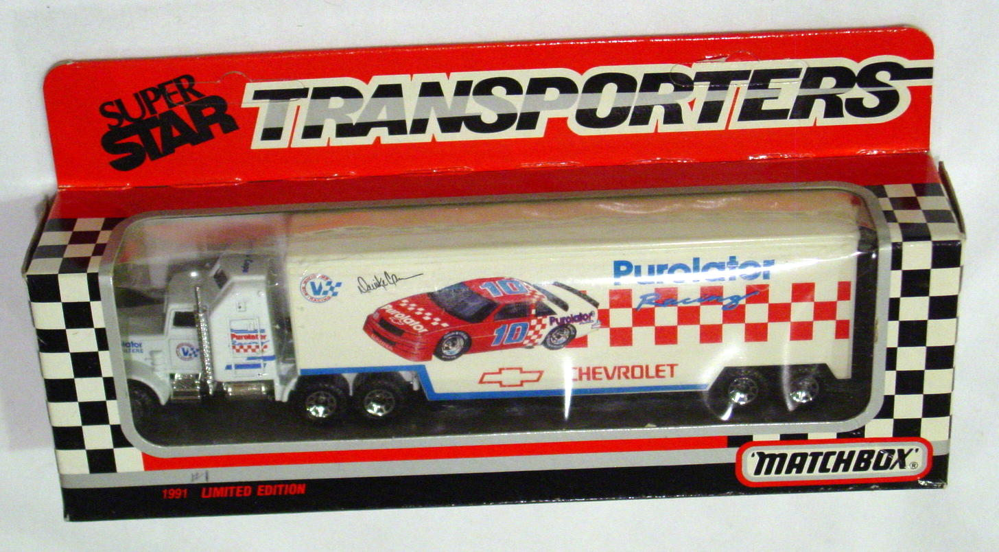 Convoy 104 A 29 - Kenworth Sup transp White Purolater red car WR