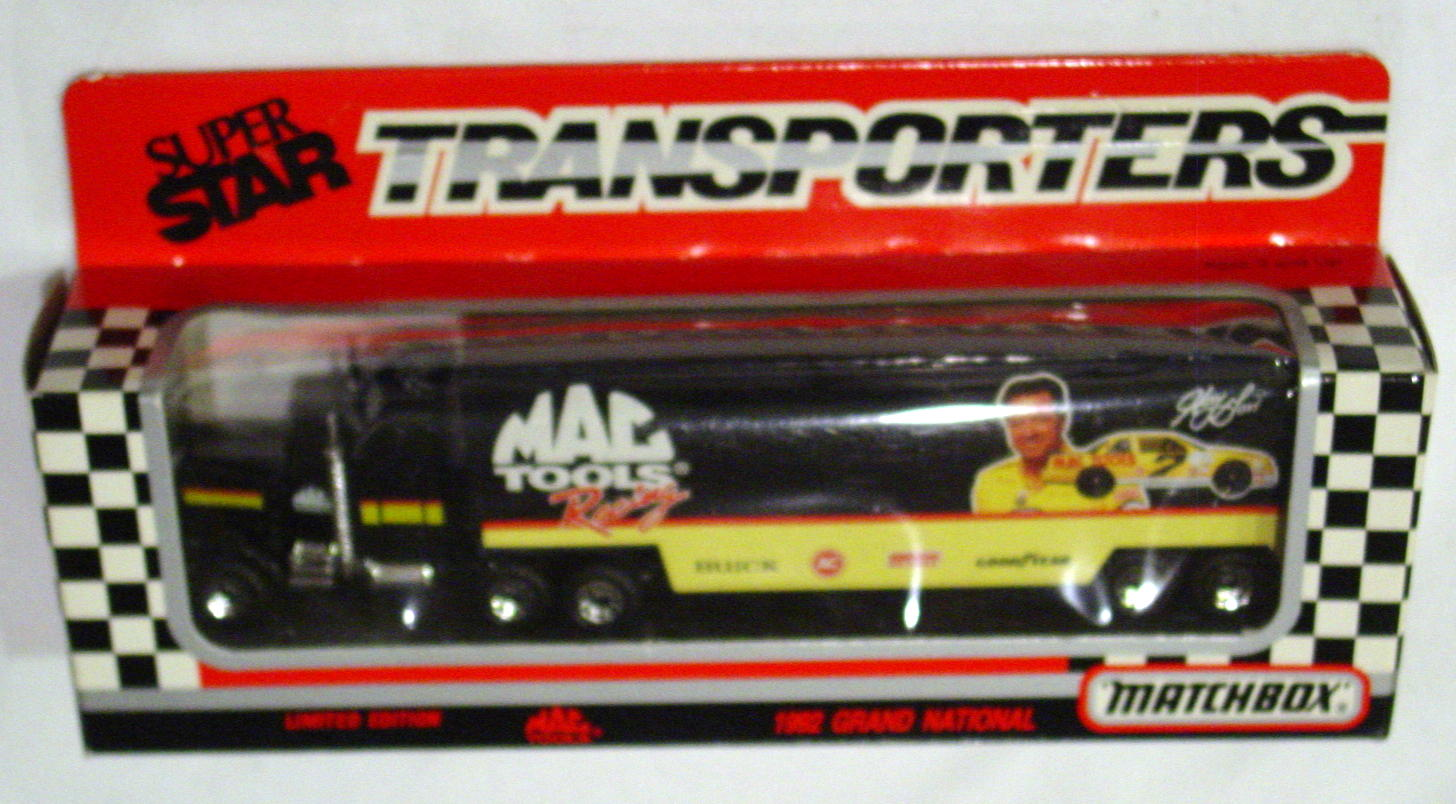 Convoy 104 A 48 - Kenworth Sup transp Black Made in Macau Tools Harry Gant WR