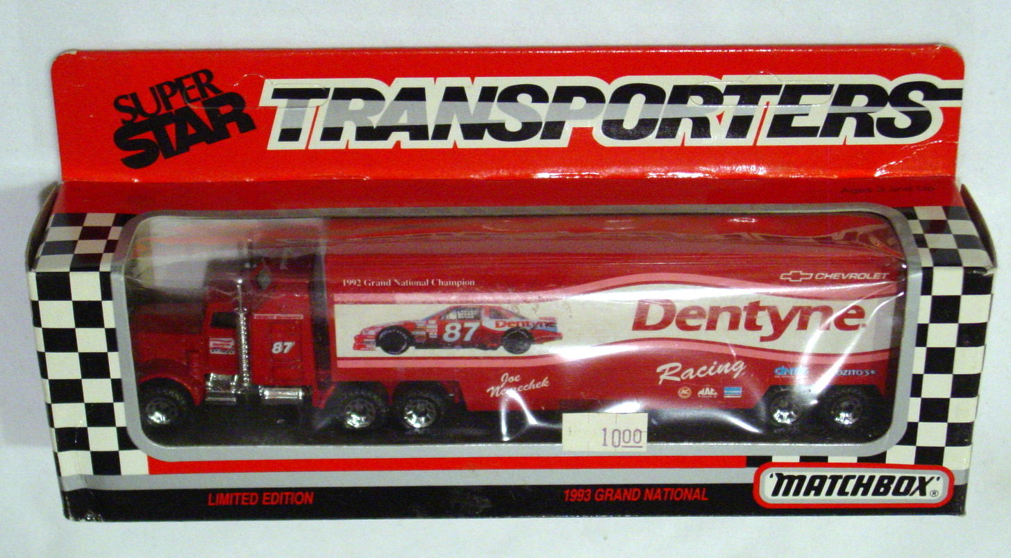 Convoy 104 A 60 - Kenworth Sup transp Red Dentyne Racing WR
