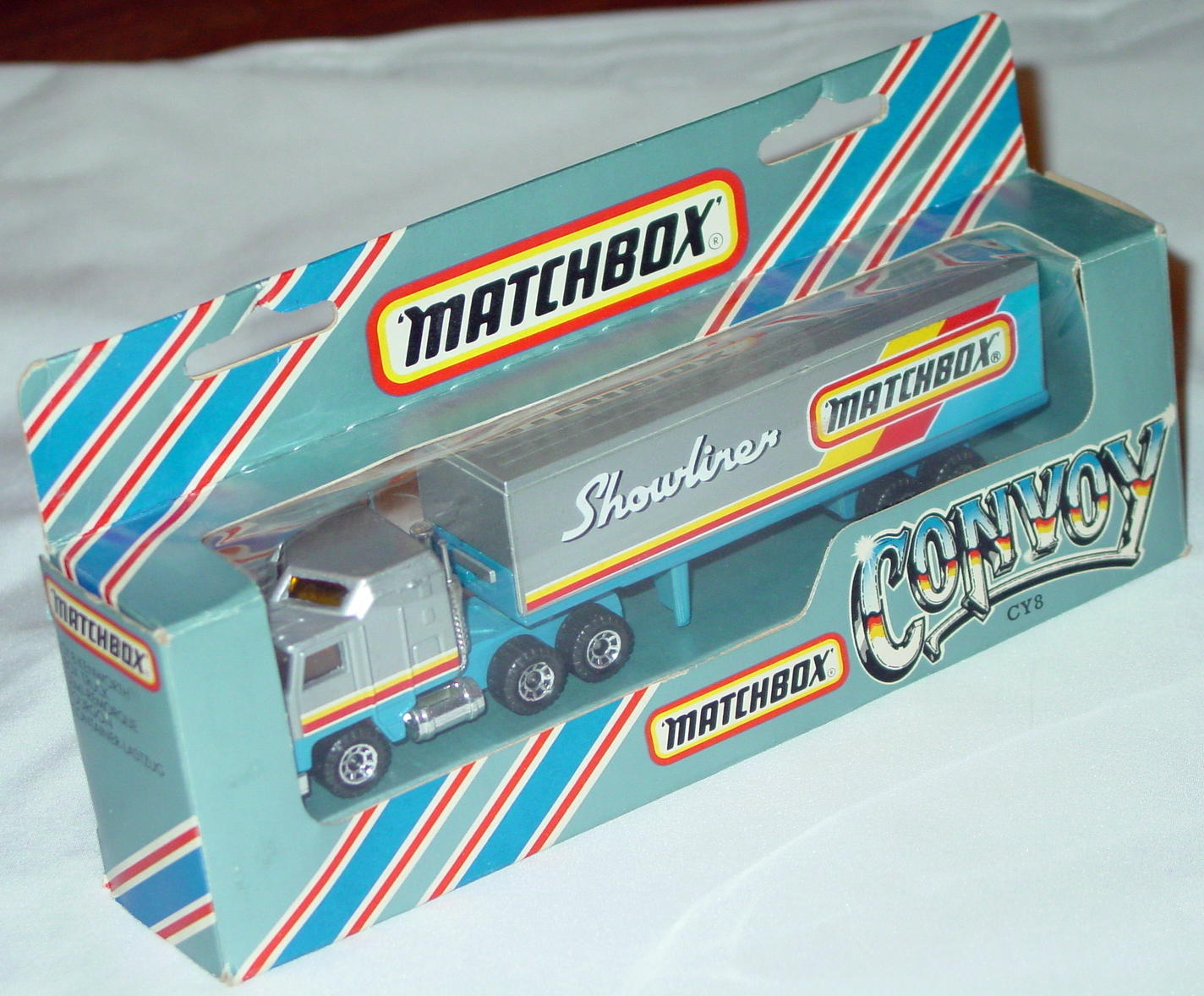 Convoy 08 A 11 - Kenworth Box Truck sil-Grey MATCHBOX SHOWLINER