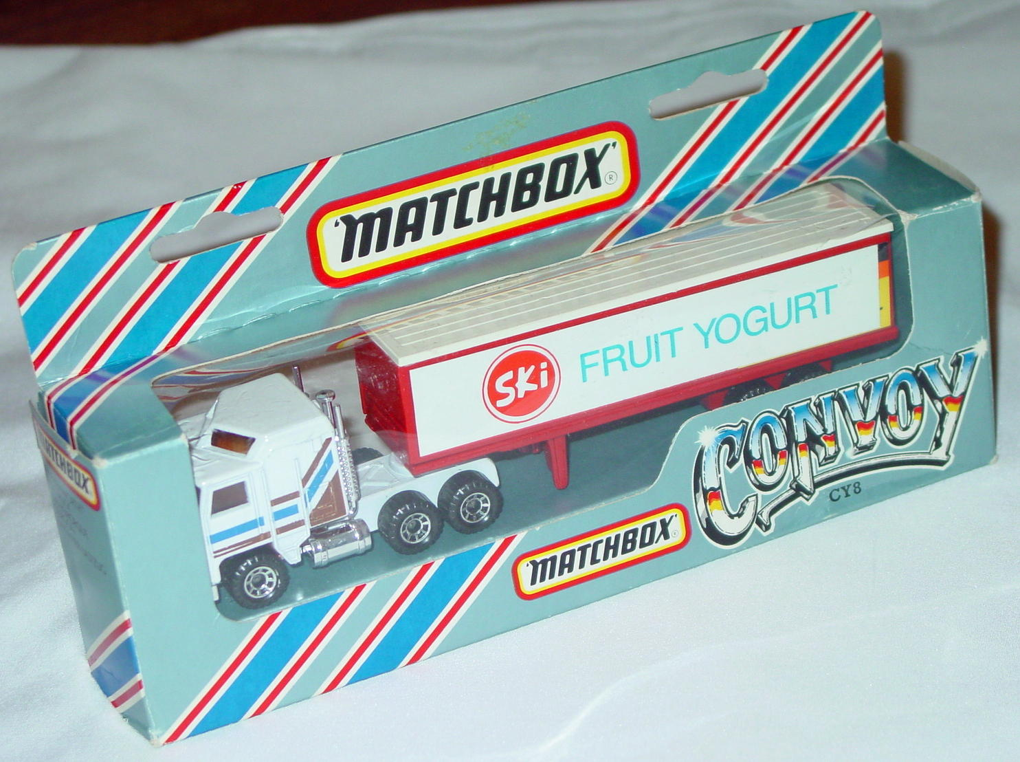 Convoy 08 A 8 - Kenworth White 45-crown Cab brown and blue SKI FRUIT YOGURT
