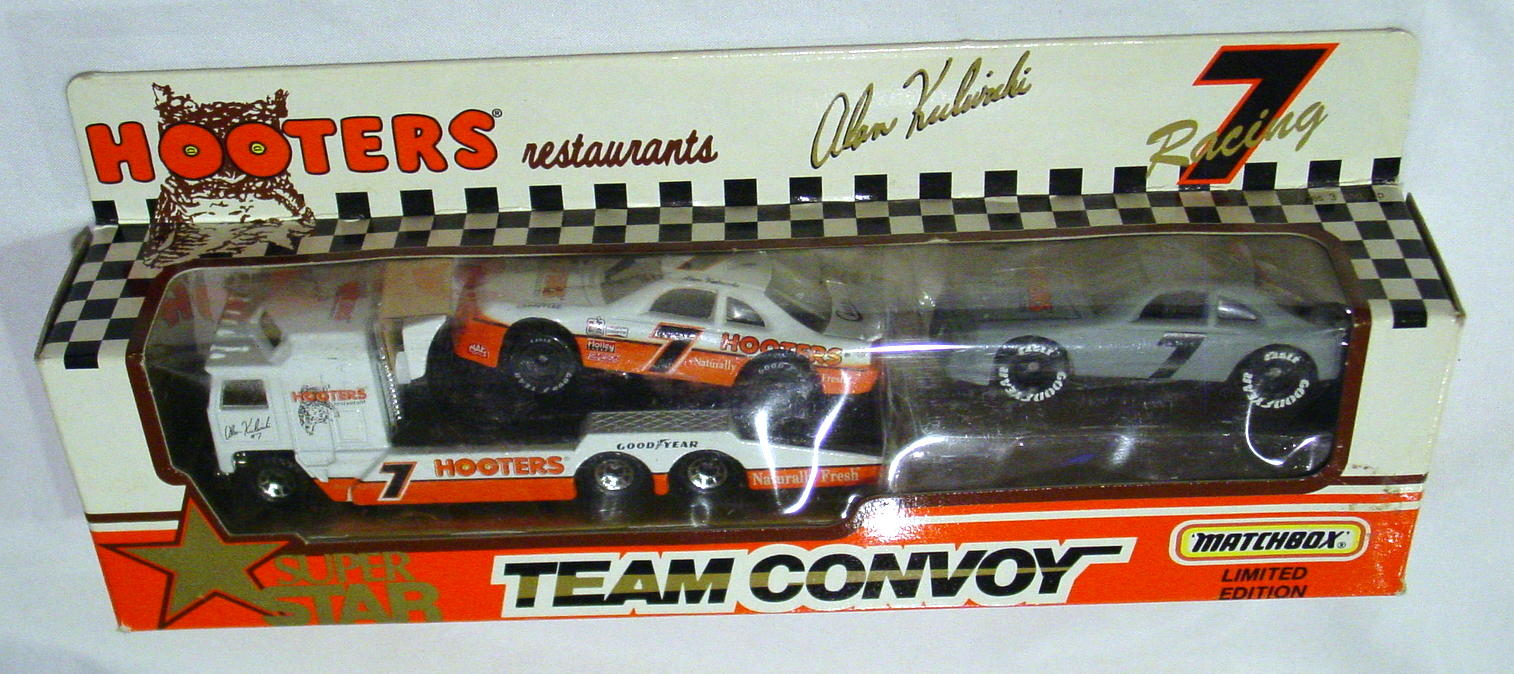 Convoy - TC67A1 Hooters Team 54H white and Orange 7G Grey