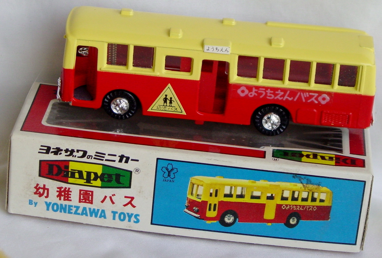 100 - DIAPET B-4 Bus Red and Tan Yonezawa