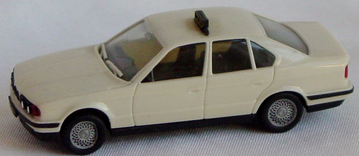 87 - HERPA BMW 525i Taxi off-white