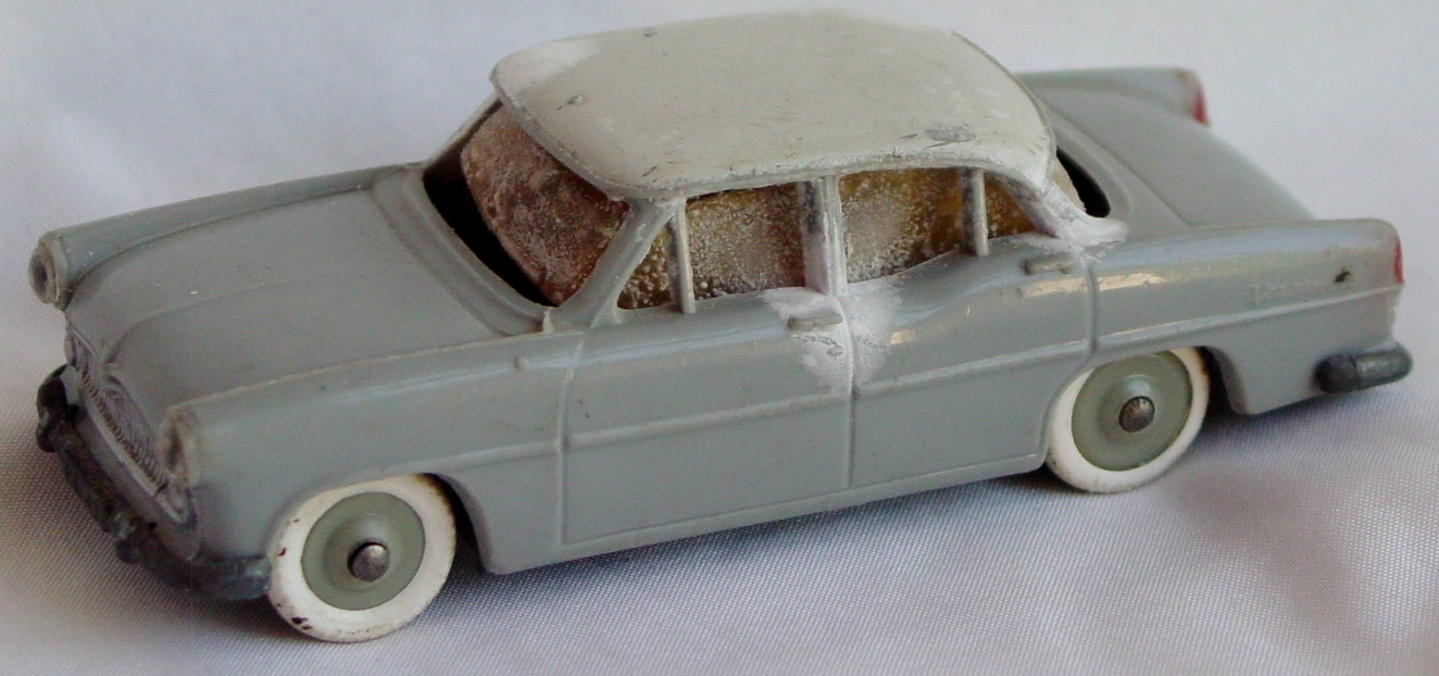 43 - JEP Miniature Simca Vedette Bad windows