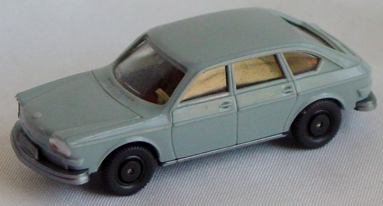 87 - WIKING Volkswagen 411 pale blu-Grey