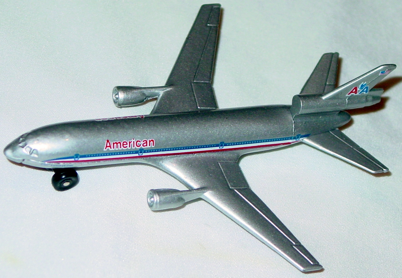 Sky Buster 13 A 12 - DC-10 silver and grey American Made in Macau