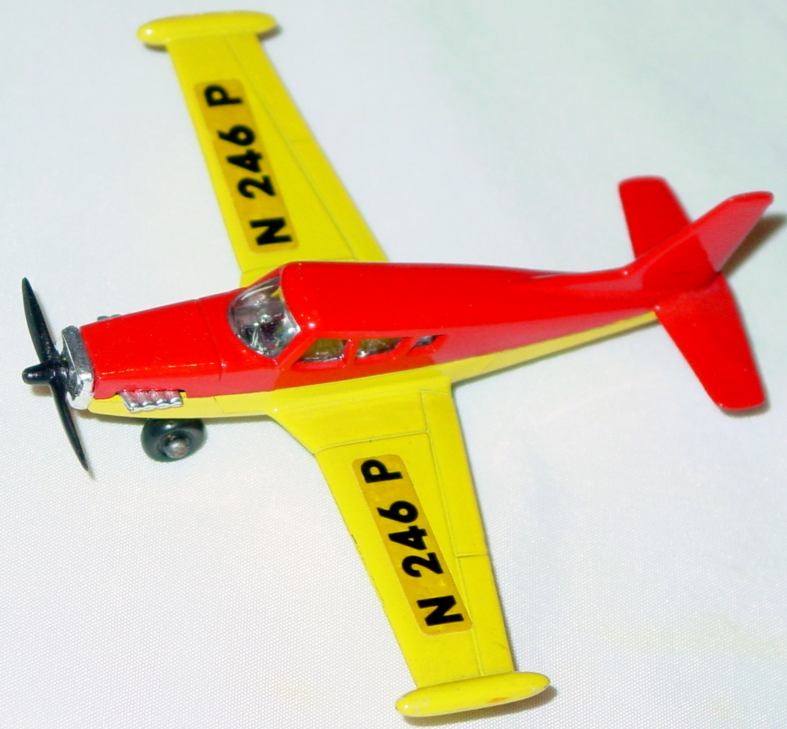 Sky Buster 19 A 1 - Piper Comanche red and yellow thick axle ENGLAND
