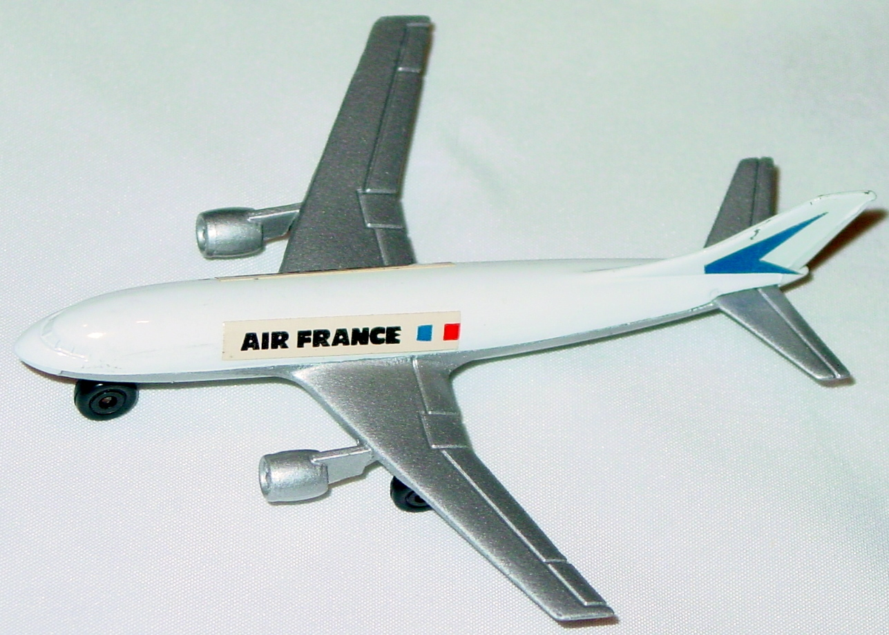 Sky Buster 03 A 3 - Airbus white Air France thin axle 5-side label two slight chips ENG
