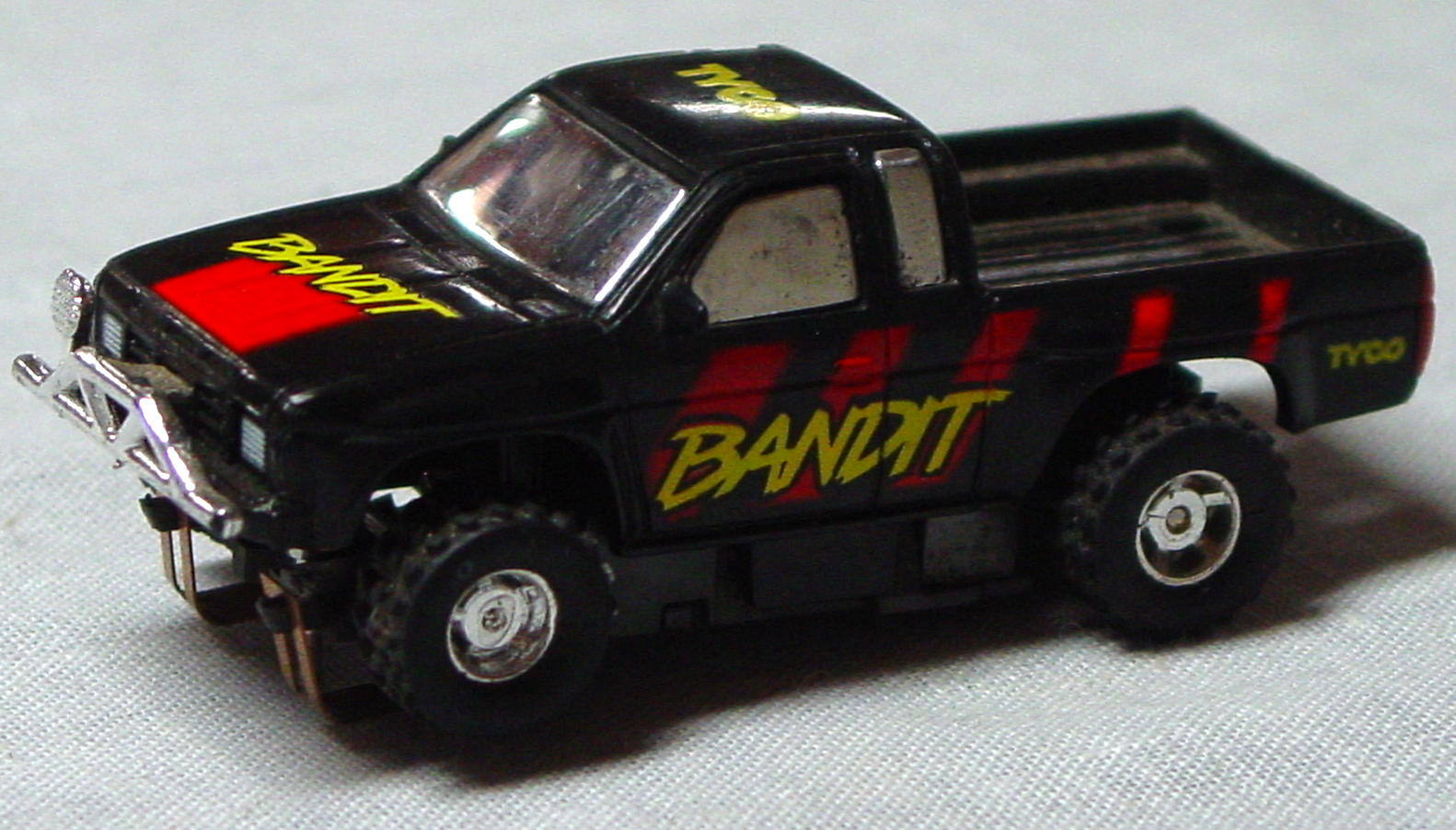 64 - SLOT TYCO Nissan 4x4 Bandit -roll cage