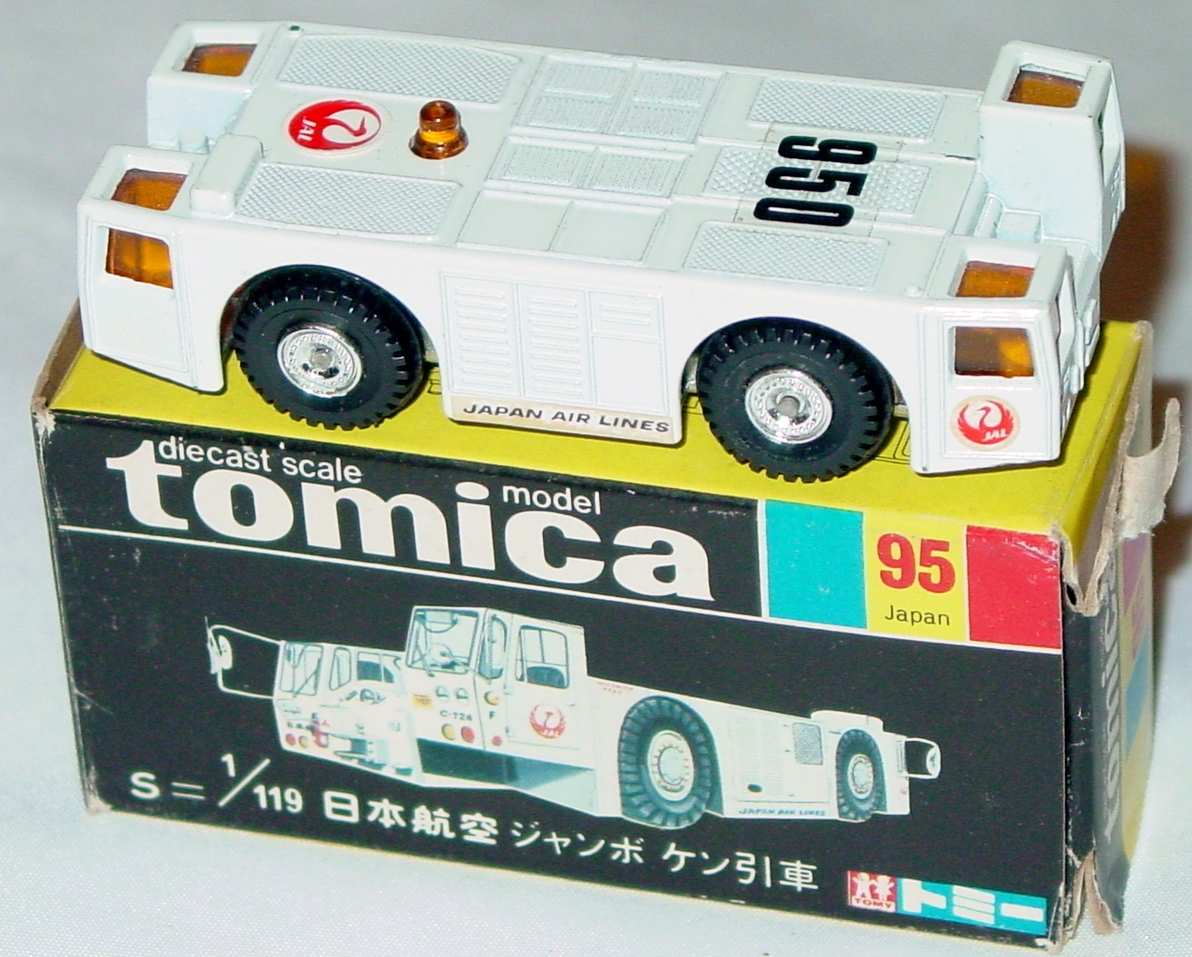 64 - TOMICA 95 B-747 Airplane tow Japan Air Lines three slight chips