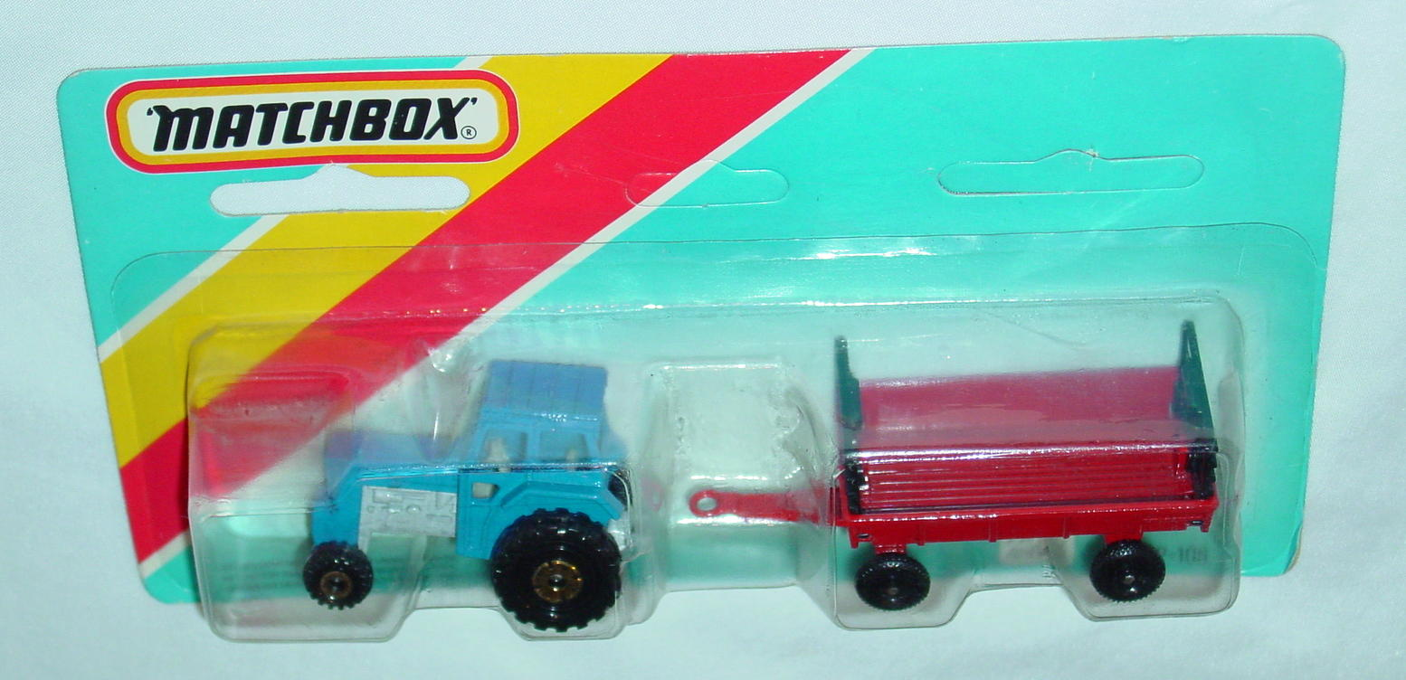 Twin Pack 108 A 1 - blue 46C11 tractor red Hay trailer Made in Macau C9+ blue card