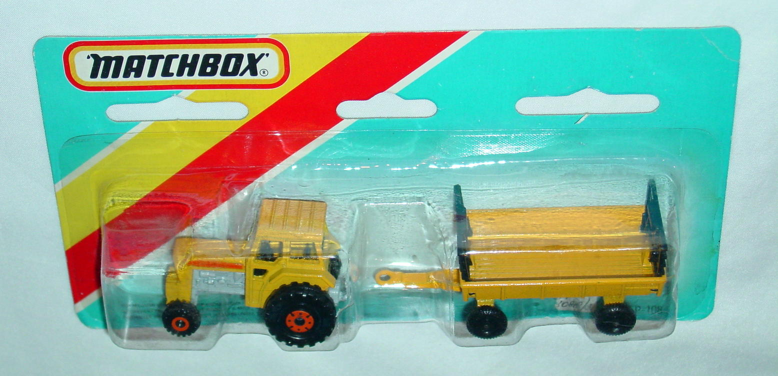 Twin Pack 108 A 2 - yellow 46C12 tractor yellow Hay trailer C9+ blue card
