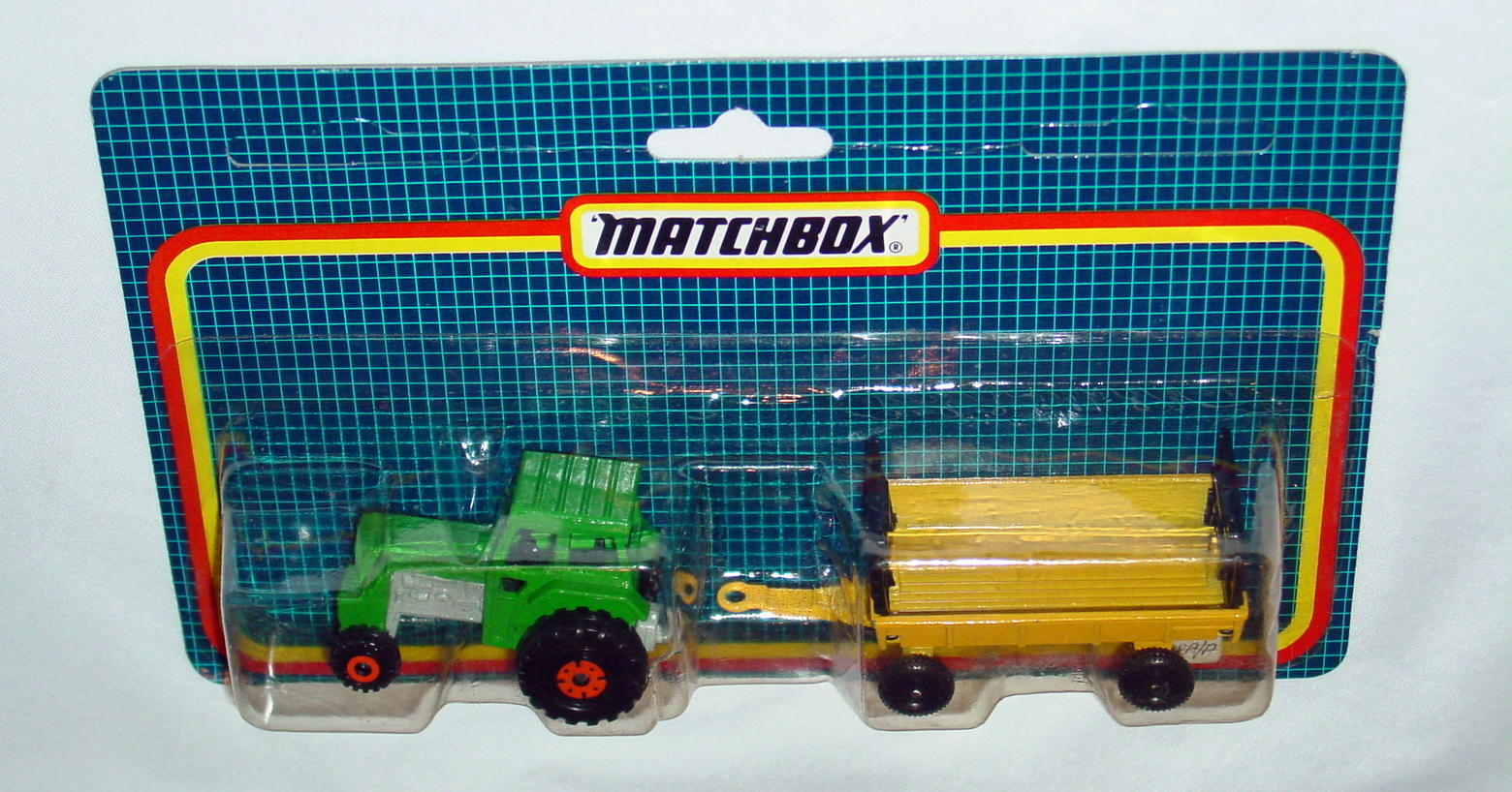 Twin Pack 108 A 3 - green 46C16 tractor yellow Hay trailer C9.5blue trailerscard