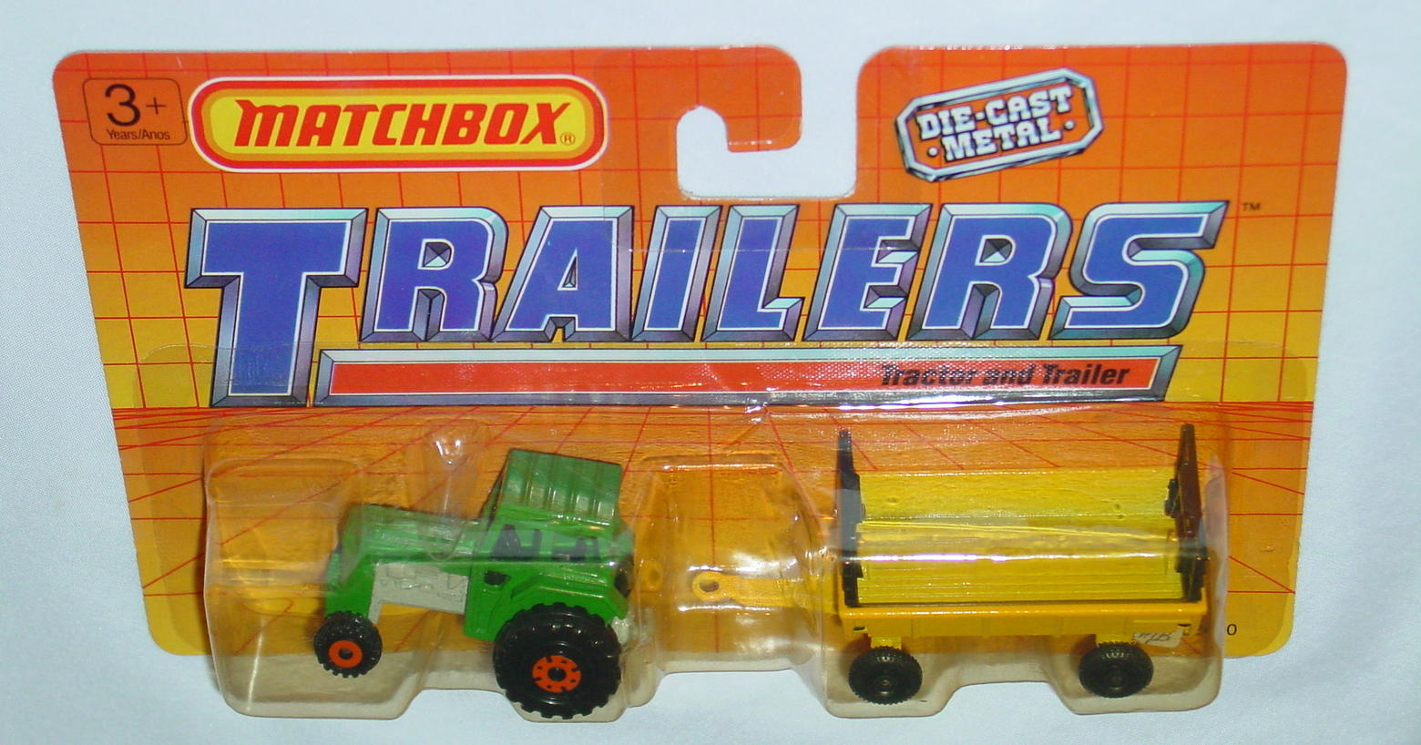 Twin Pack 108 A 3 - green 46C15 tractor yellow Hay trailer C9+ blue checkerscard