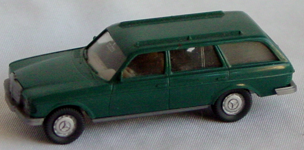 87 - WIKING Mercedes 250T Wagon Green