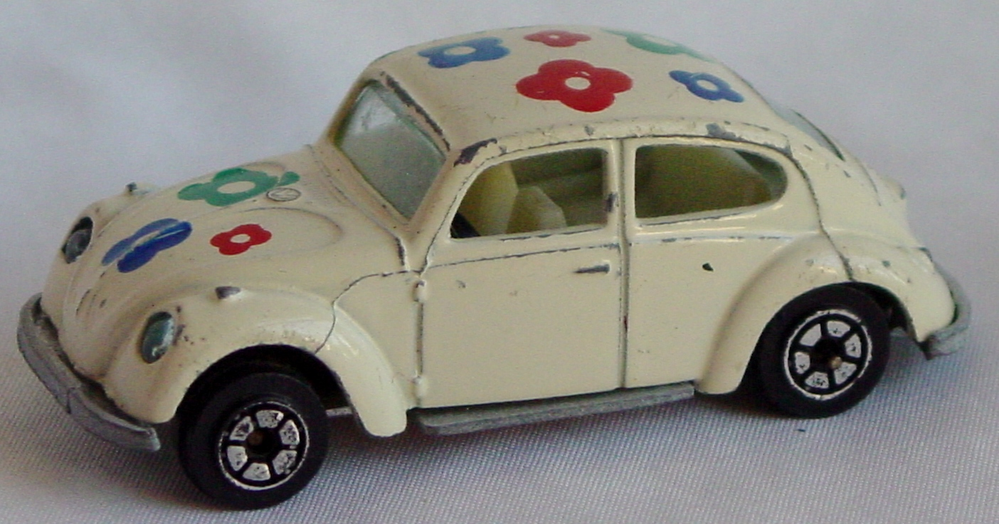 64 - YATMING 1009 VW Beetle off-White flower decals