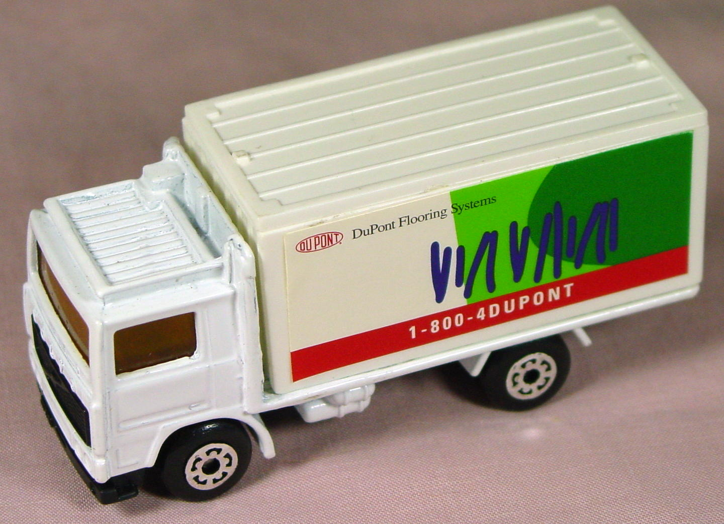 ASAP-CCI 20 D 44 - Volvo Cont Truck White and White Dupont Floor Cov made in China ASAP