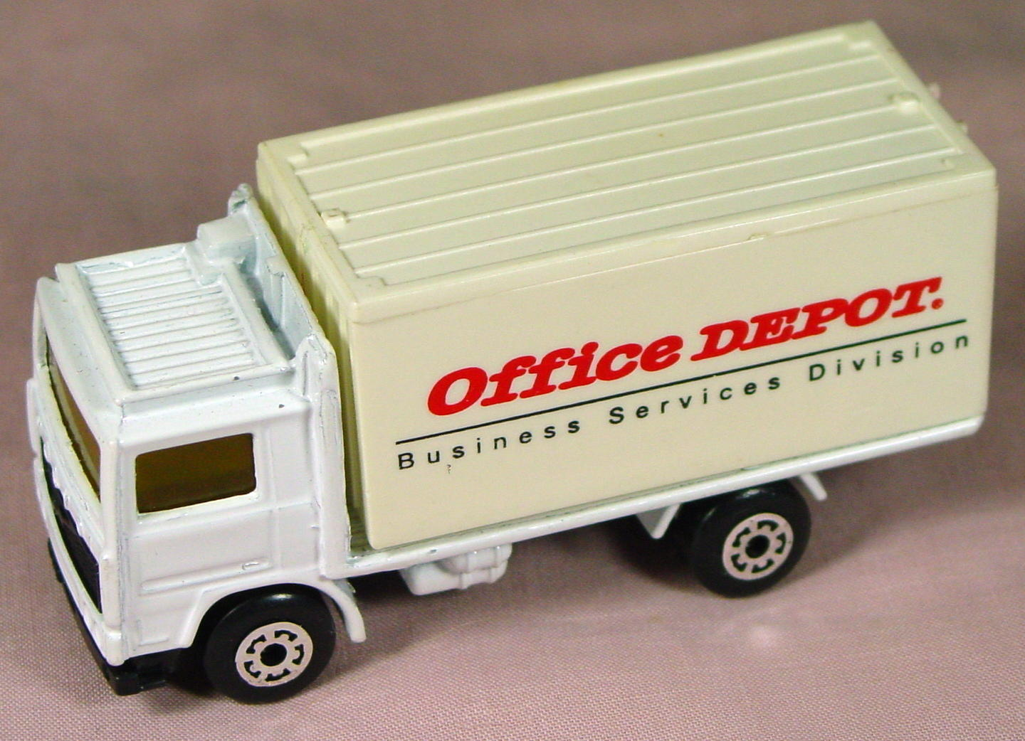 ASAP-CCI 20 D 66 - Volvo Cont Truck White and White Office Depot made in China ASAP