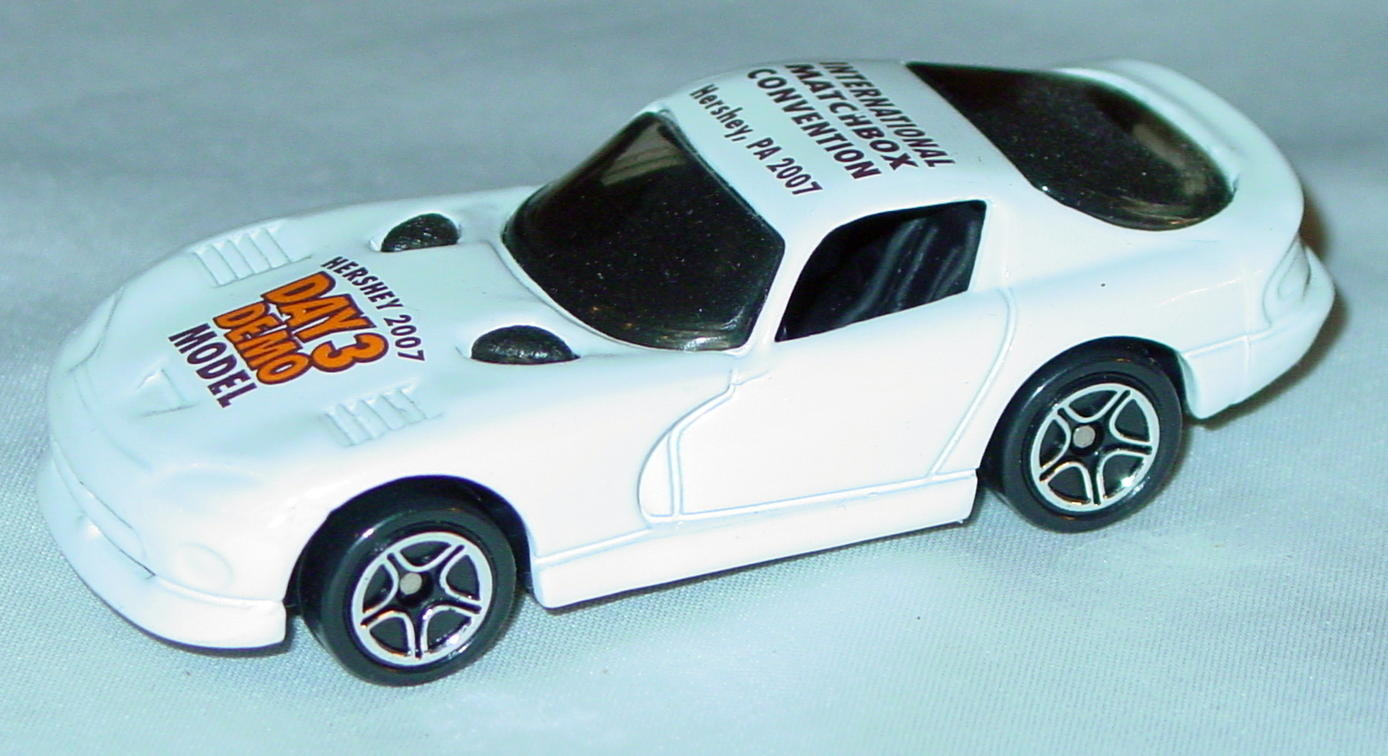 ASAP-CCI 01 G - Dodge Viper GTS White Hershey 07 demo orange