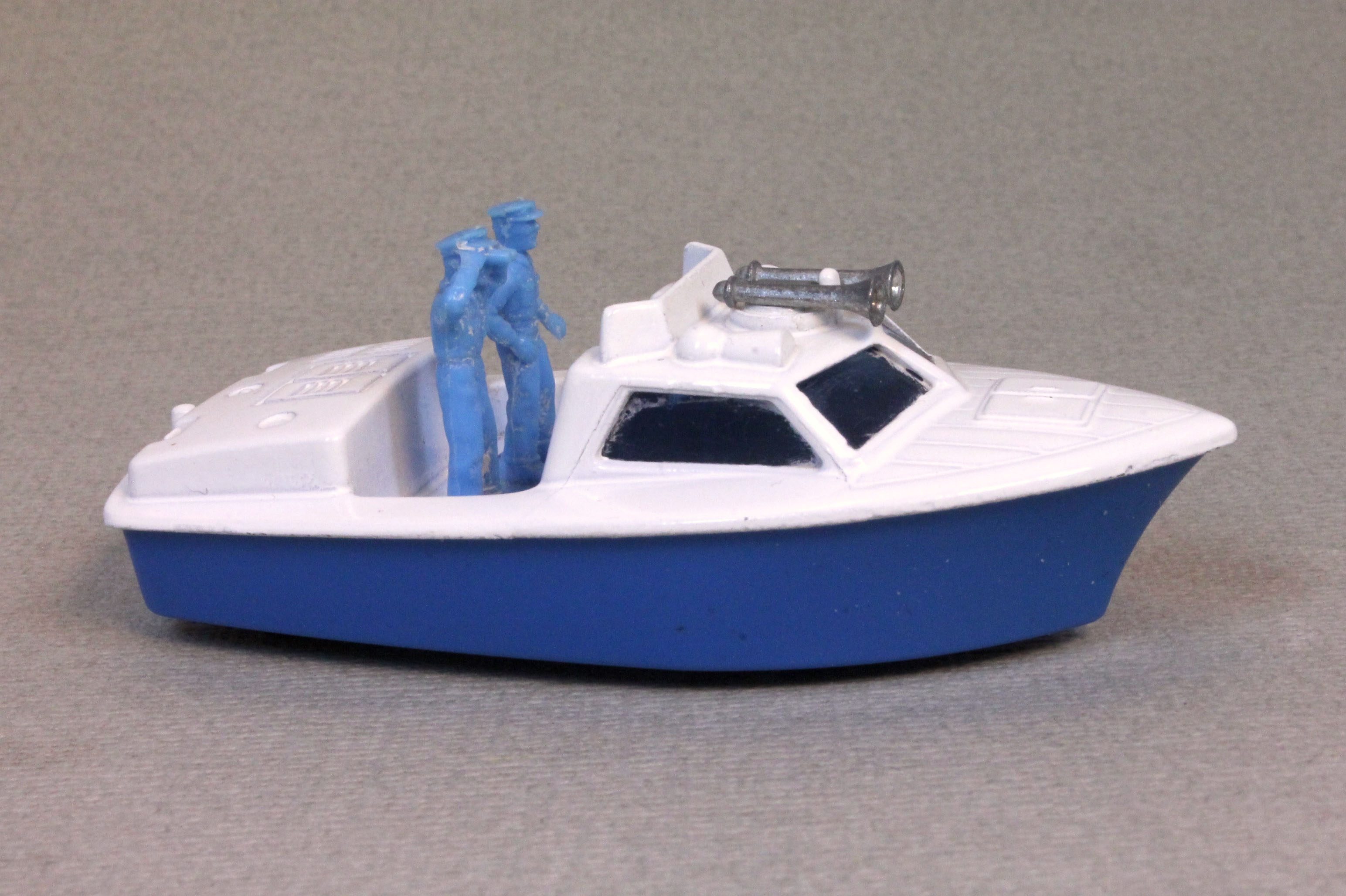 Lesney SuperFast 52 B 1 - Police Launch white and blue blue fig with horns no labels