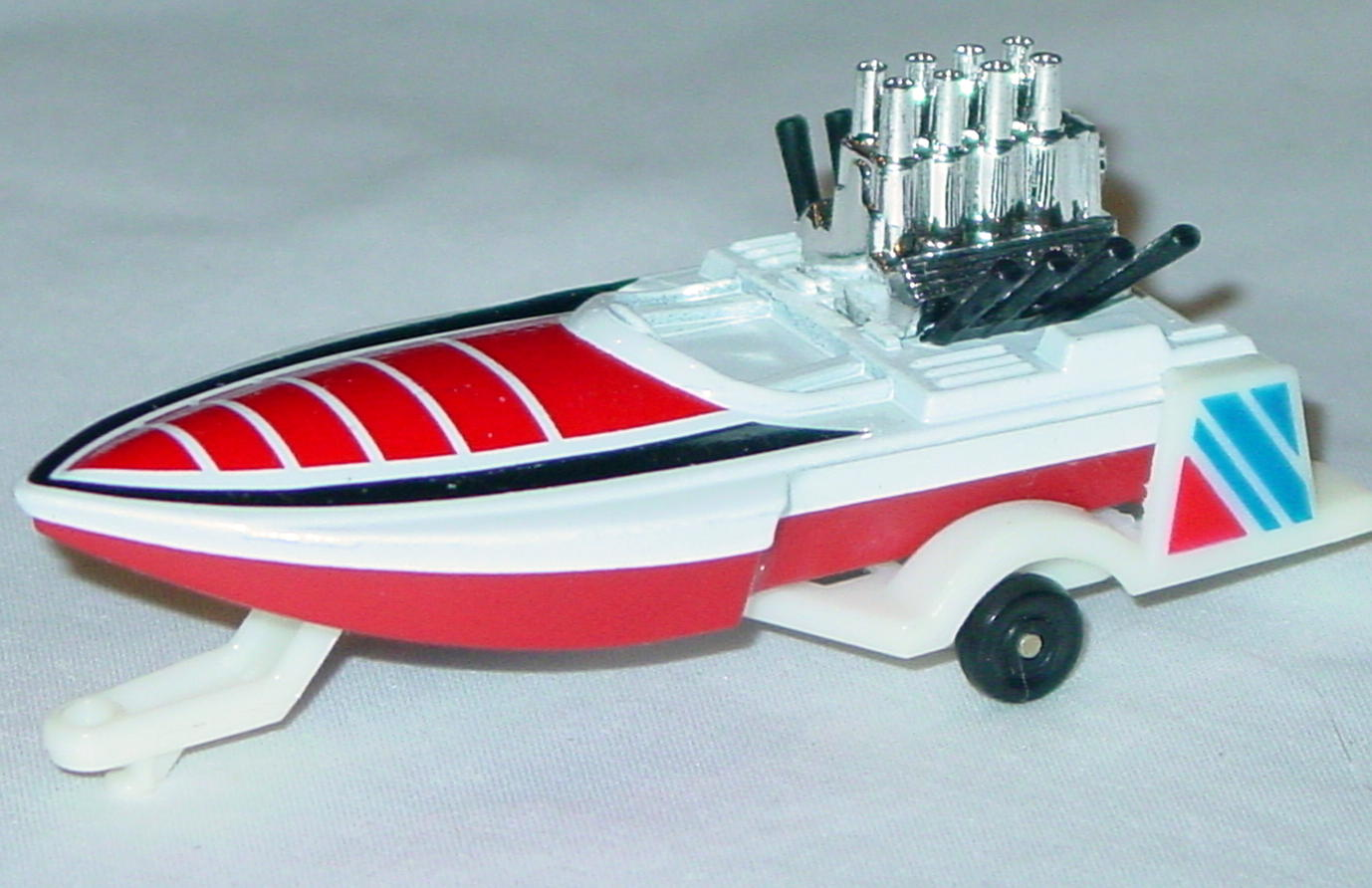 Offshore SuperFast 05 B 20 - Seafire White and Red white trailer red and black tampo