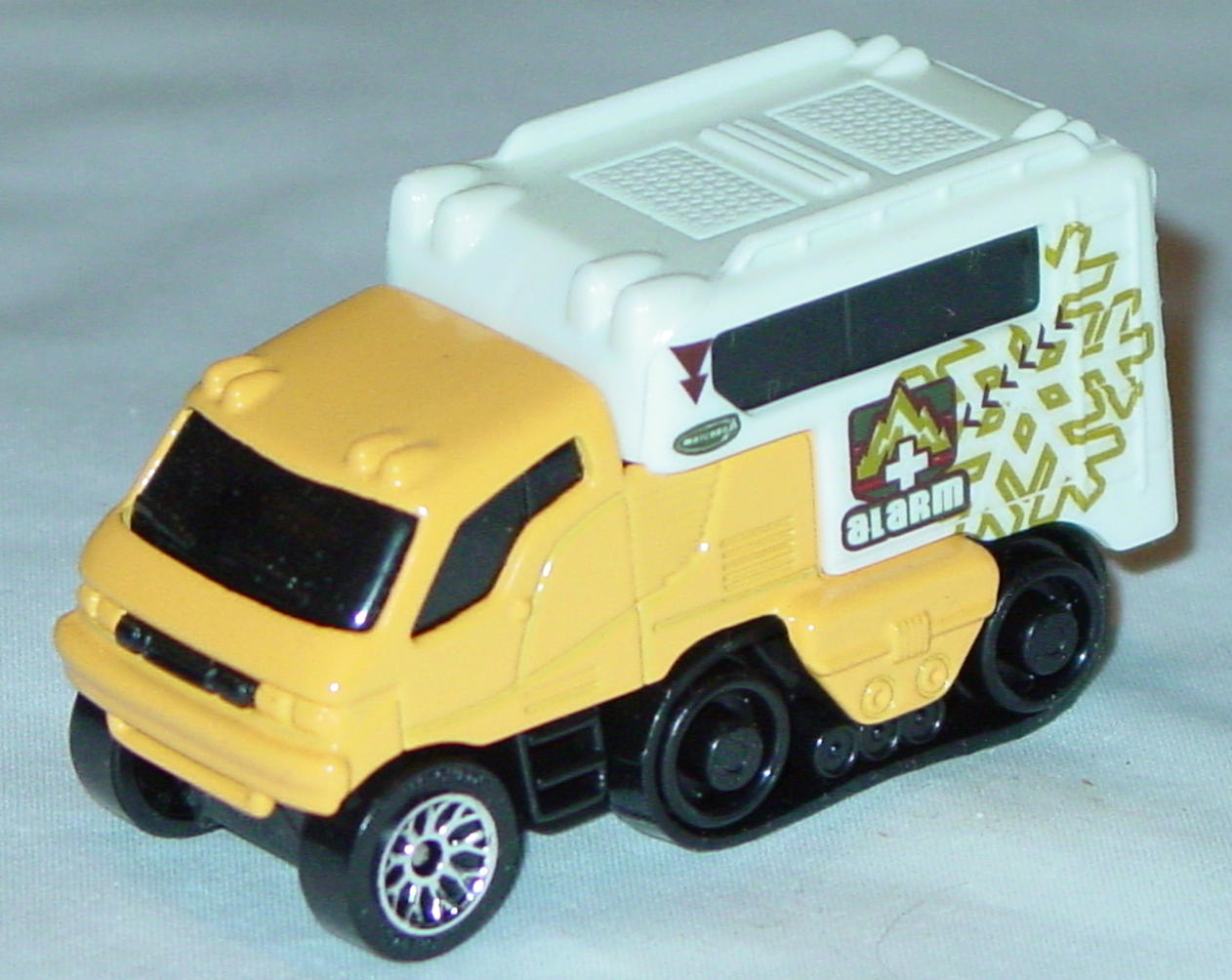 Offshore SuperFast 06 I 10 - Arctic Track Truck org-Yellow Alarm lace wheels made in China