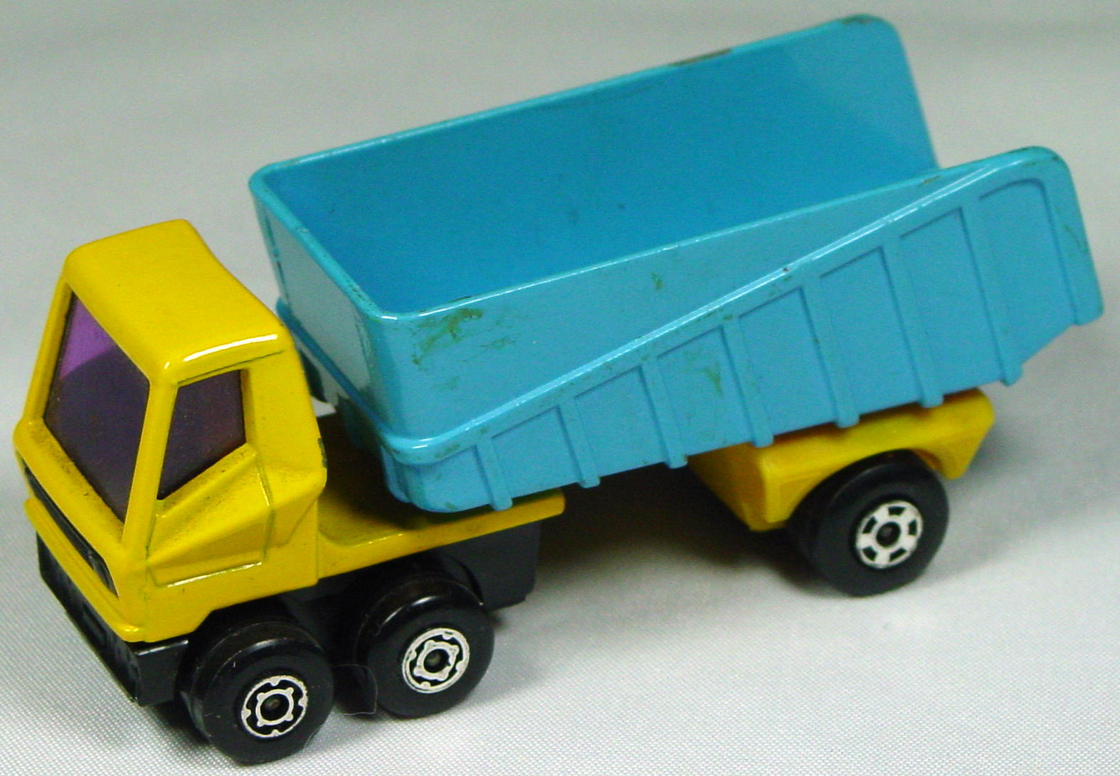 Lesney SuperFast 50 B 2 - Artic Truck Org-yellow and blue org-yellow base pur window no label